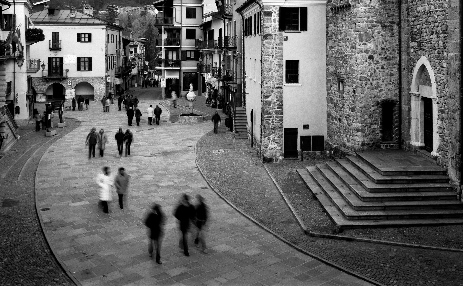 Luca soave architetto riqualificazione piazza roma for Arredo urbano in inglese
